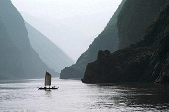 Huang he ist 750 000km groß und beheimatet rund 144mio menschen im